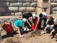 Knidos Antik Kenti kazılarına engelli öğrenciler katıldı