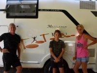 Fransız aile, tüm varlığını satıp karavanla dünya turuna çıktı