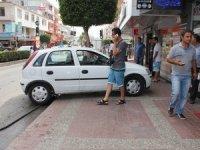 Antalya'da turizm sezonu başladı; kaldırımlar işgal altında