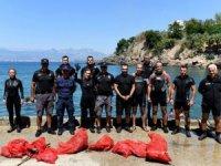 Antalya'da falezlerin dibi dalışlarla temizlendi