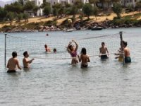 Kısıtlama kalktı Bodrum'a akın başladı, sahillerdeyer kalmadı