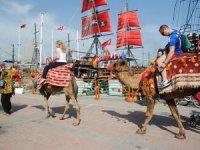 Side de deve turları antik kentin dışında yapılıyor