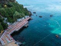 Falez plajları mavi sularda denizle buluşma imkanı sunuyor