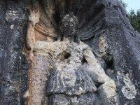 2 bin yıllık kültür mirası defineciler tarafından tahrip ediliyor