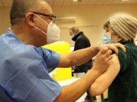 Covid aşısı İngiltere'de '60 bin kişinin ölmesini engelledi'