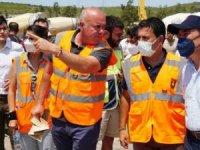 Bodrum Belediye Başkanı Aras, ekibiyle yangında çalışıyor
