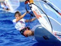 Sporcular sert rüzgarda zorlu mücadele veriyorlar