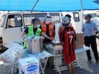 Yanan alanlarda üç öğün yemek dağıtımı yapılıyor