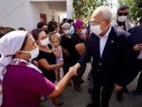 Kılıçdaroğlu Marmaris'te evleri yanan aileyi ziyaret etti,