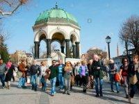 Turistler İspanya'dan Türkiye'ye döndü