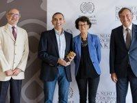 Eczacıbaşı Tıp Onur ÖdülüProf. Şahin ve Dr. Türeci'ye verildi