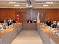 Bakan Ersoy Marmaris'te turizmcilerle toplantı yaptı