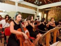 Gençlik Orkestrası 40 kişilik ekibiyle Antalyalıları coşturuyor!