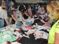 Euro bozduran turistler, pazar tezgahını yağmaladı
