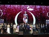 Altın Portakal Film Festivali'nde en iyi film ödülü 'Okul Tıraşı'nın oldu