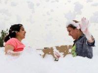 İranlı turistlere lapa lapa köpük eğlencesi