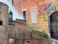 Galata'da700 yıllık Ceneviz mirası can çekişiyor