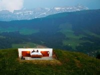 İsviçre Alpleri'nin zirvesinde tavansız ve duvarsız otel