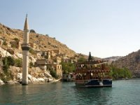 """""""Sakin şehir""""i Halfeti'ye hafta sonu turist akını"""
