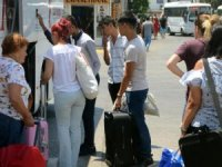 Tatilciler oy kullanmak için dönüyor