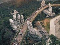 Dev ellerin taşıdığı köprüye turist akını oluyor