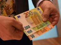AB'nin, yeni 100 ve 200 Euro'luk banknotları