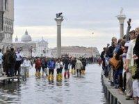 Venedik'te yere oturana 500 Euro ceza!