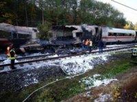 Almanya'dahızlı trenKöln'e giderken yolda kül oldu