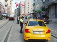 Tramvay yoluna giren taksicilere ceza yağdı