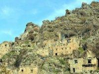 Çukurca'da 400 yıllık kale evler turizme kazandırılıyor