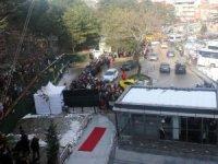 Uludağ'daki 1 km'lik teleferik kuyruğu sokaklara yayıldı