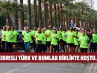 Kıbrıslı Türk ve Rumlar başkent Lefkoşa'da birlikte koştu...