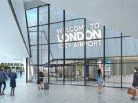 London City Havaalanı'nın Londra'yı yansıtan terminali