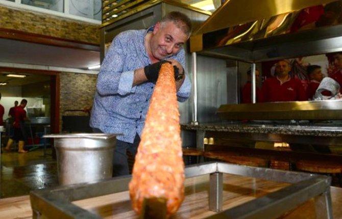 adana'nin-metrelik-boru-kebabi-001.jpg