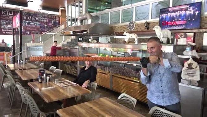 adana'nin-metrelik-boru-kebabi-002.jpg