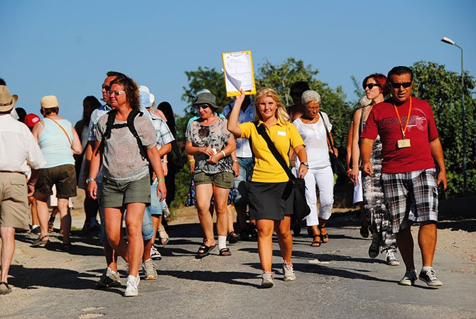 alman-emekli-turistlerle-.jpg