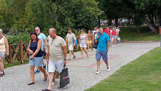 antalya-gelen-turistler,.jpg