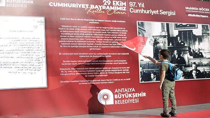 antalyada-97.-cumhuriyet-bayrami--001.jpg