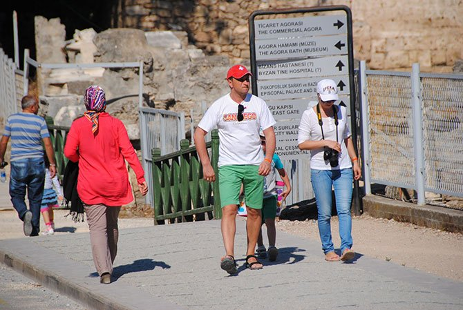 avrupali-turistler-apollon-003.jpg