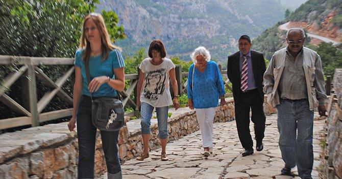 avrupali-turistler-koylerde-002.jpg