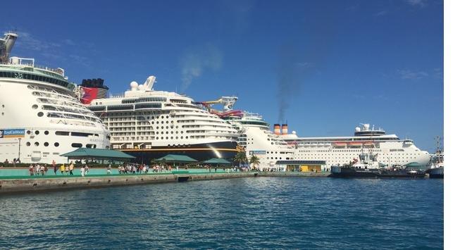 bahamalarda-demirleyen-dunyanin-dev-yolcu-gemileri-.jpg