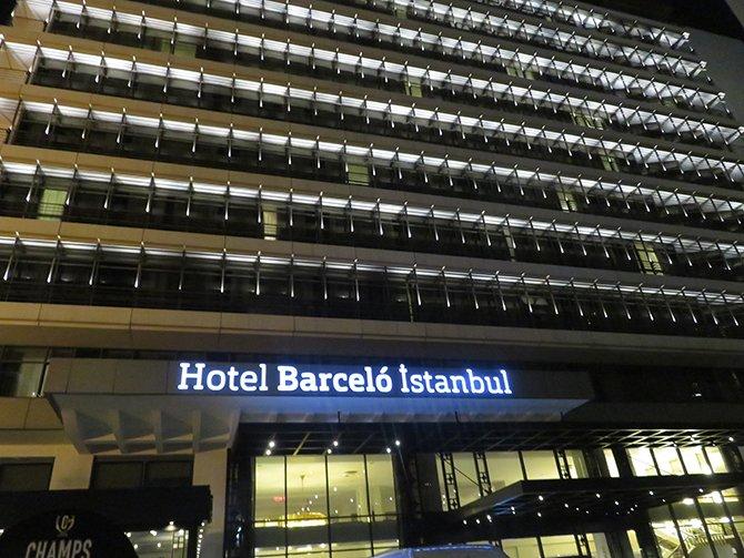 barceló-istanbul-hotel'de-bulunan-champs-sports-ba-003.JPG