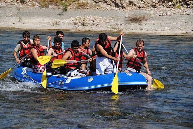 beskonak-koprulu-kanyonda-rafting-.jpg