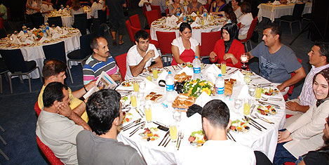 bw-khan-antalya-iftar-3.jpg
