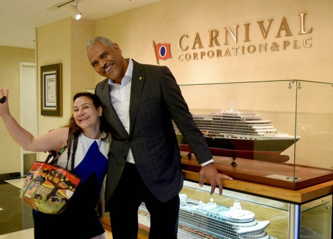 carnival-corp.,-baskan-ve-ceo-arnold-donald.jpg