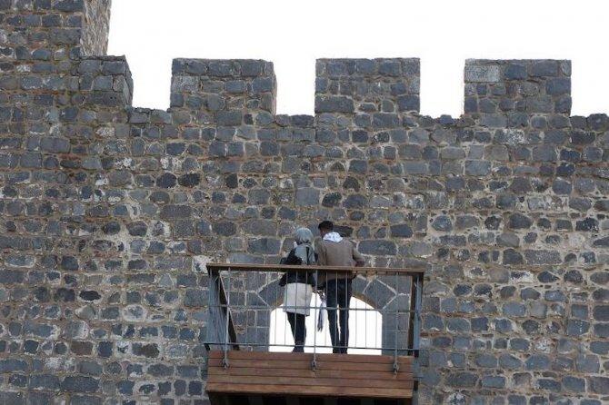 diyarbakir-surlarina-balkon-001.jpg