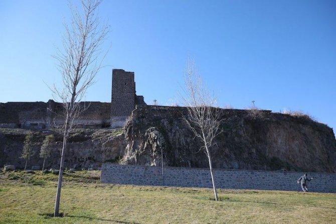 diyarbakir-surlarina-balkon-002.jpg