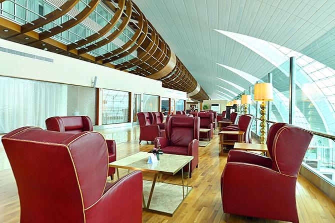 emirates,-ozel-first-class-salonu-003.jpg