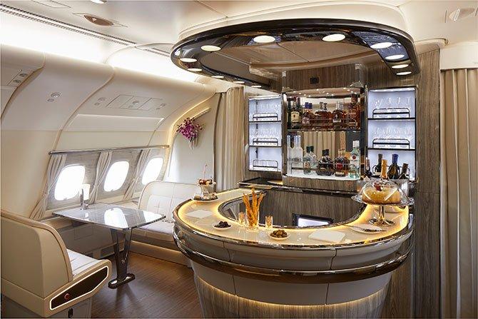 emirates-premium-a38-002.jpg