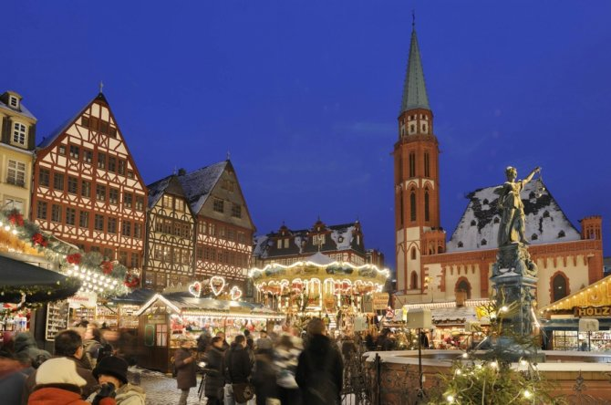 frankfurter-weihnachtsmarkt_copyright-visitfrankfurt_holger-ullmann_front_magnific.jpg